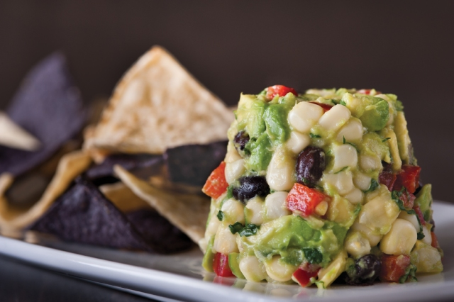 white_corn_guac_chips_img_8973_tr_lores